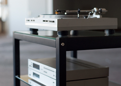 Hifi-Rack QUADRA black wood with glass panes