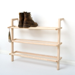 Leaning shelf Gaston shoe rack made of ash wood