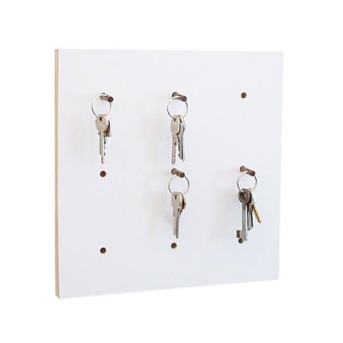 4fold Weißes Schlüsselbrett mit Nussbaum Schlüsselhalter